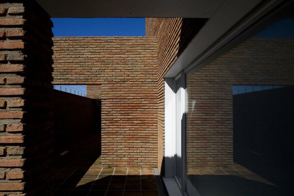 Ref 601 Tijolo burro 20x10x4 cm – Obra de CCG Arquitectos